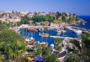 Hafen mit der Altstadt von Antalya, Südküste, Türkei